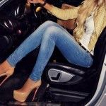 Girls-in-Tight-Jeans-Car